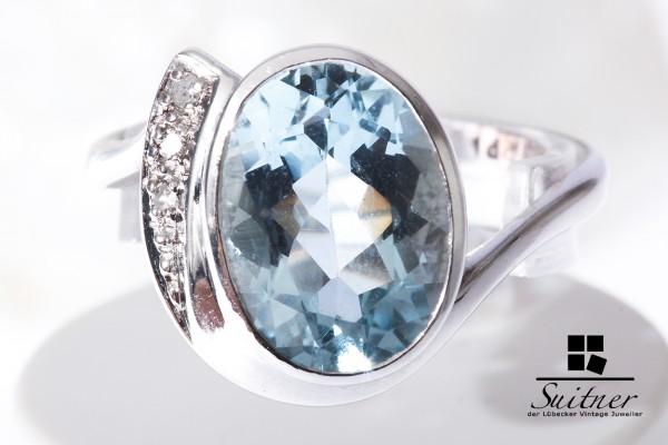 Ring aus Weißgold mit Aquamarin und mit Brillanten