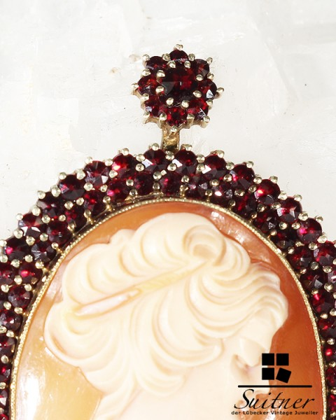 hochwertige antike Gemme mit Granat Besatz 585 Gold Anhänger Böhmen