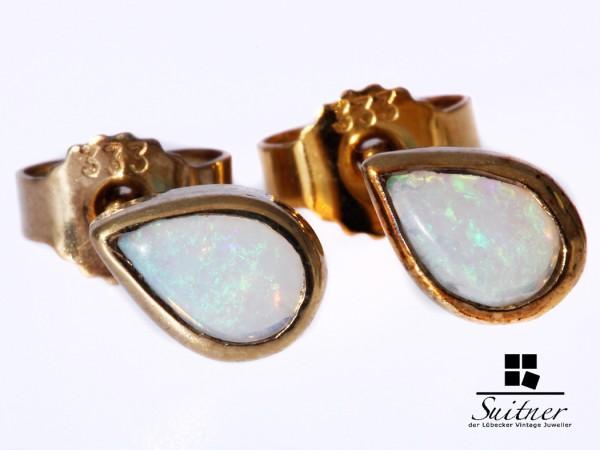 feine Opal Ohrstecker Tropfen aus Gold gefertigt
