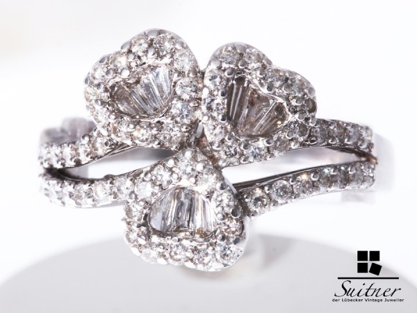 Ring mit Diamantherzen aus Weißgold