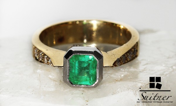 Smaragd Ring mit 8 Brillanten aus 750er Gelbgold