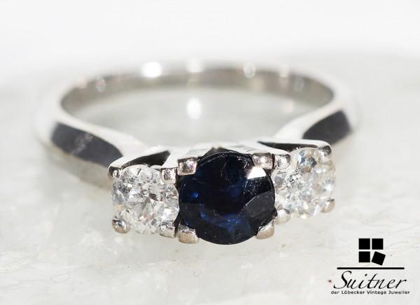Ring mit 2 Diamanten und Saphir 585 Weißgold zus. ca. 1,15ct. Klassiker