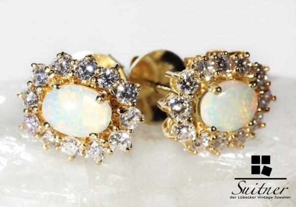 feine Ohrstecker mit Opal und Brillanten aus Gold