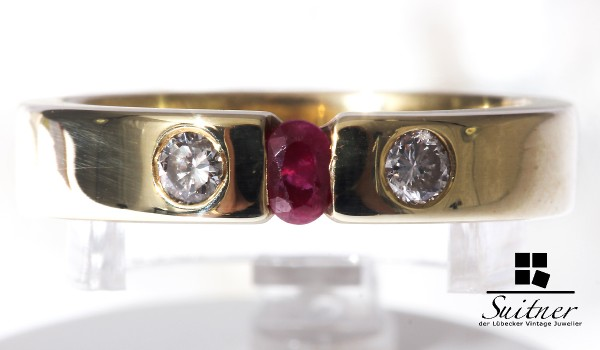 moderner Luxusring mit Rubin und Brillant aus Gold